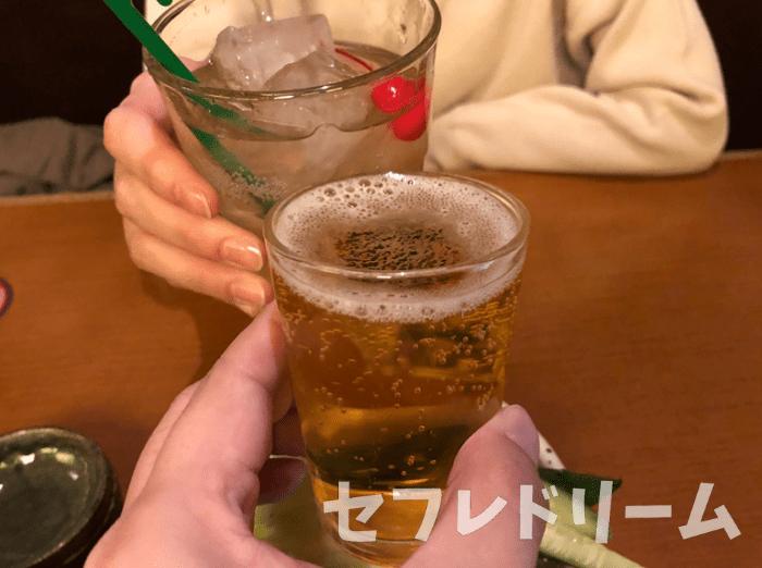美女と乾杯