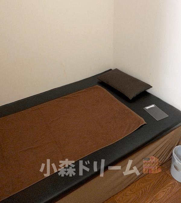 レンタルルームのソファーベッド